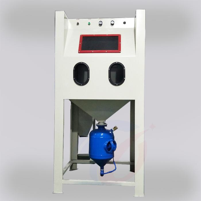 Pressurized manual sandblasting machine